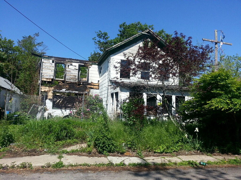 This burned-out building on Kaplan Avenue will be demolished this week. (Credit: Jen Nuzzo)