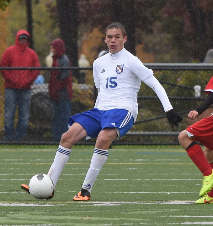 Erik Schwartz handles the ball amid the downpour Saturday. (Credit: Robert O'Rourk)