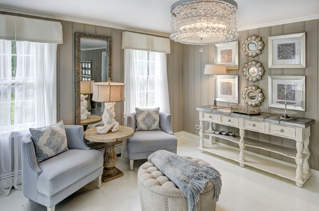 The living room of the 2014 North Fork Designer Show House designed by Debbie Gildersleeve. (Credit: Courtesy of Liz Glasgow)