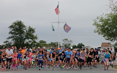 Two hundred and sixty-one athletes ran in the five-kilometer race that started and finished at South Jamesport Beach, according to Innovative Timing Systems, the event's official timekeeper. (Credit: Daniel De Mato)