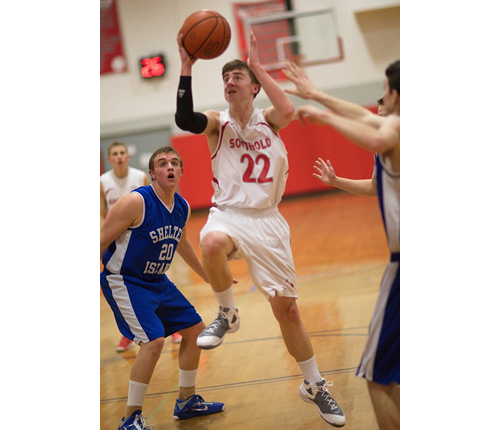 GARRET MEADE PHOTO | David O'Day of Southold, driving past Shelter Island's Hunter Starzee, scored 24 points.