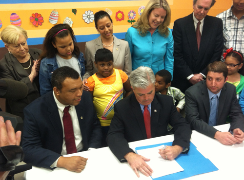 Suffolk County Executive Steve Bellone signed a new law raising the age limit to 21 for tobacco purchases. (Credit: Courtesy)