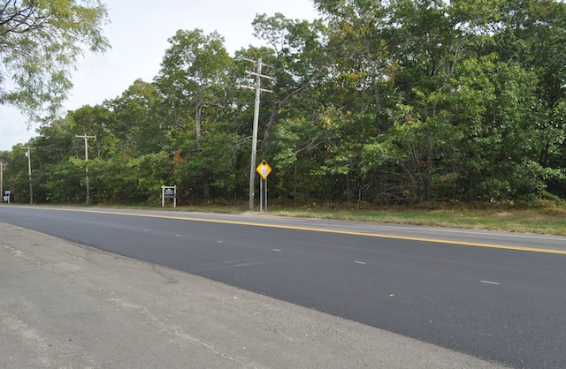 The site of a proposed 75-unit affordable housing project on Route 25 in Mattituck. (Credit: Cyndi Murray)