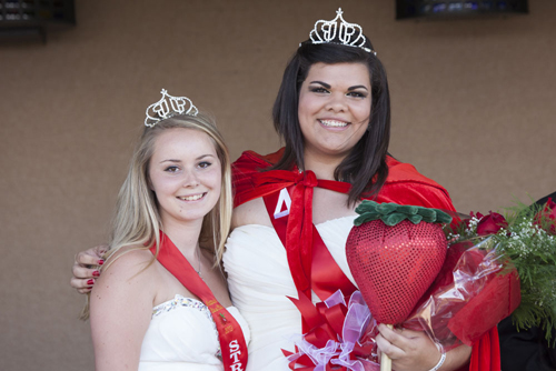 Last year's queen Leah  LaFreniere (left) with the new queen, Jasmine Clasing of Southold. (Credit: Katharine Schroeder)