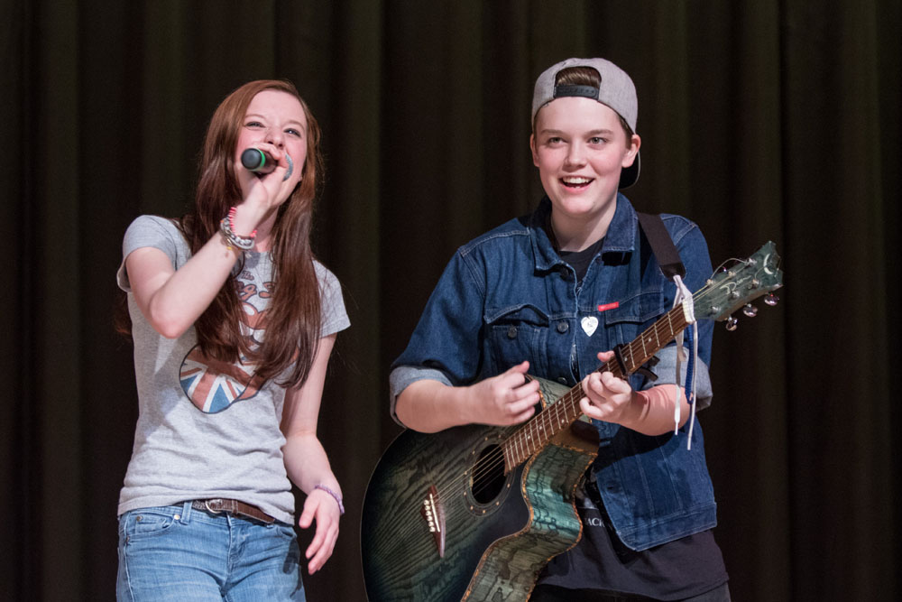 Cora Small is accompanied on guitar by Keaton Comiskey performing Coffee and Cigarettes. (Credit: Katharine Schroeder)