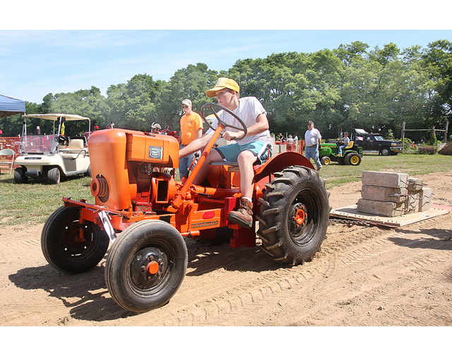 Tractor Pulling Accidents : Tractor pull crashes